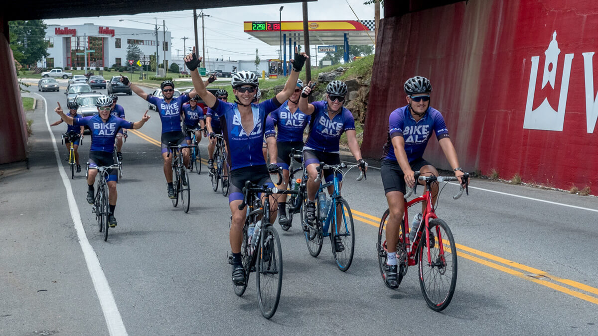 The 2016 Bike4Alz riders arrive in Bowling Green