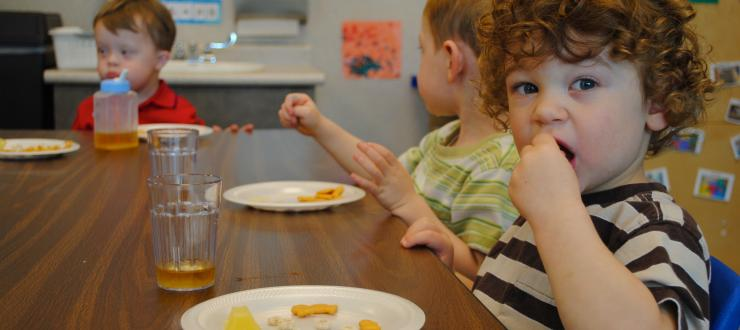 children having snack at ECC