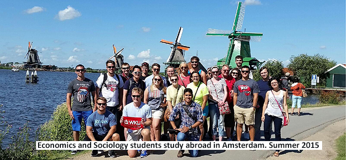 Economics and Sociology students study abroad in Amesterdam. Summer 2015