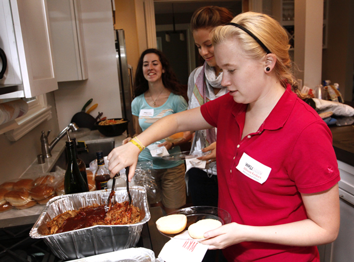 Honors students participate in BBQ with the Profs.
