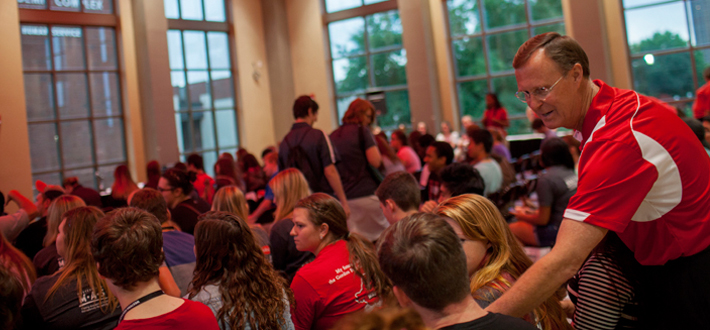 WKU President Dr. Gary A. Ransdell greeted new commuter students at the Commuter Student Welcome Program on August 17.