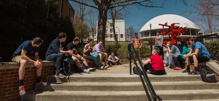 Dr. Julie Ellis' University Experience Engineering students gather for an outdoor discussion.