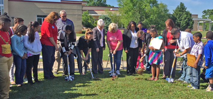 WKU, Parker-Bennett-Curry Elementary School receive Whole Kids Foundation grant for garden project. Read more on WKU News at http://wp.me/pi4mf-8Gy.
