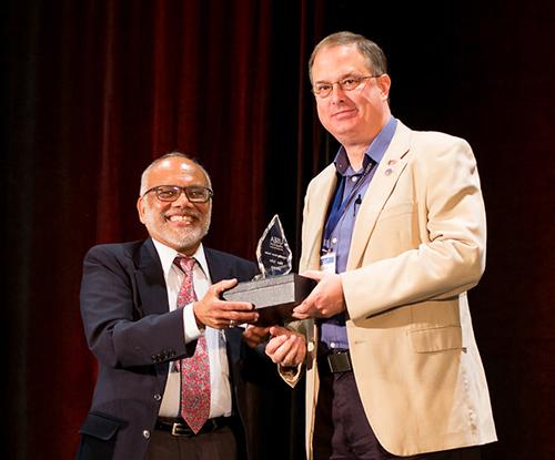 SKyTeach master teacher receives national UTeach award