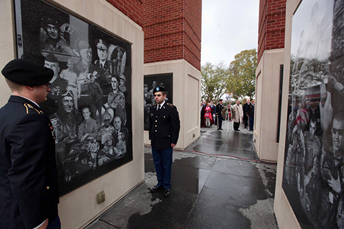 WKU honors veterans, unveils new panel at Guthrie Bell Tower