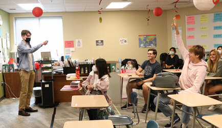 Students Travel to Knoxville High Schools for Chinese Flagship Recruitment