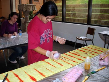WKU students in dye workshop