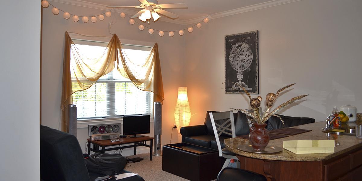 1350 Kentucky Street Apartments Living Room