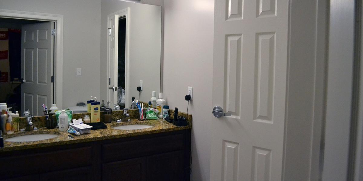 1350 Kentucky Street Apartments Bathroom