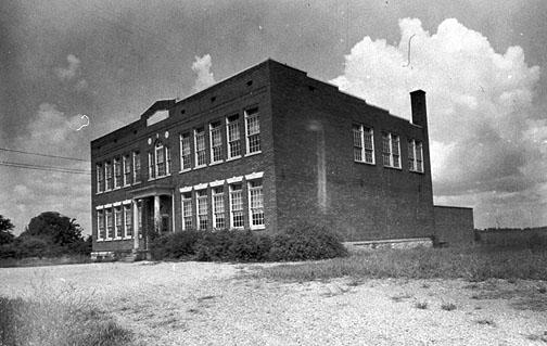 Built in 1929, Bristow's classrooms and principal's office were located on the first and second floors while the basement housed its boiler room, auditorium and lunch room. Bristow educated students in grades 1-12. (Courtesy of Library Special Collections, WKU)