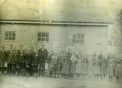 A bored well provided water to the Plum Springs School. Schoolteachers from 1909 to 1922 included: Margaret Simmons (1909); Rochester Watt (1910); J.H. Whobrey (1911); Barcus Gray (1912-13); J.H. Whooberry (1914); Rochester Watt (1915); J.W. Crabb (1916); Rochester Watt (1917); J.W. Crabb (1918-19); Roy Floyd (1920); Etta Runner (1921); and, G.W. Allen (1922). (Courtesy of Library Special Collections, WKU)