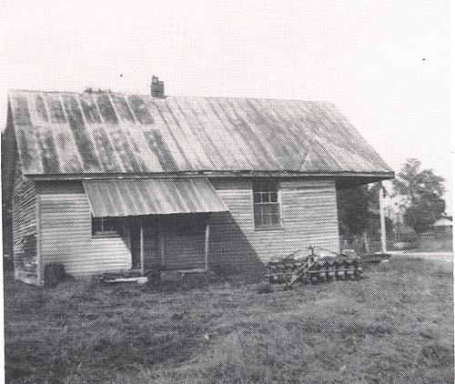 Mispah's 24'x30' schoolhouse was topped with a tin roof. Pupils used painted planks for a blackboard. Mispah may also have been know as the L&N School. (From An Album of Early Warren County Landmarks by Irene Moss Sumpter, 1976)