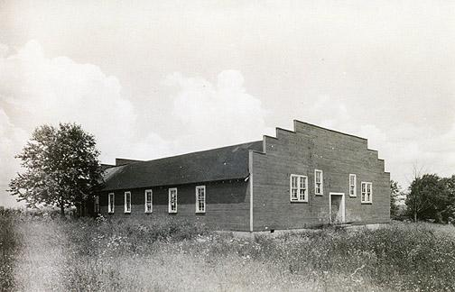 The Oakland gymnasium, erected in 1927, was located directly behind the the school building. (Courtesy of Library Special Collections, WKU)