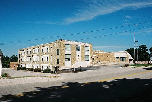 In 1969 high school students moved to the newly constructed Warren East High School and Richardsville became an elementary school through the 8th grade. The school's 7th and 8th grades moved to Warren East Middle when that school opened in 1988. (Courtesy of Wallace H. Breedlove)