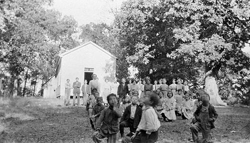The Rocky Springs School student population grew from 55 pupils in 1909 to 83 in 1918. (Courtesy of Library Special Collections, WKU)
