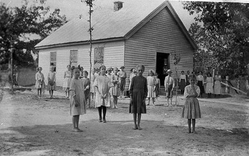 White Stone Quarry School enrolled 58 students in 1909. Enrollment grew to 134 by 1916. In 1917 a room was added making the structure a three-room school. The school was also known as Quarry Union. (Courtesy of Library Special Collections, WKU)