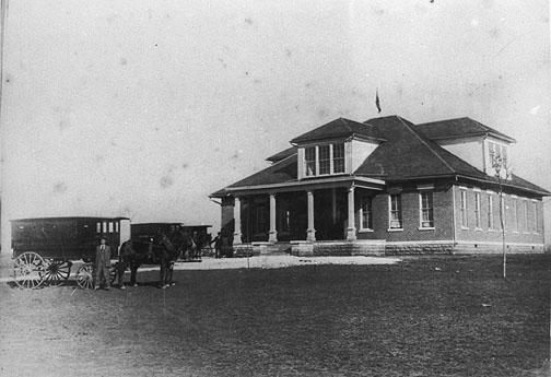 Along with Boyce and Woodburn, the Rich Pond School was one of the first consolidated schools in Warren County. The district raised $1,750 to contribute towards the $5,250 building. This eight-room building was constructed in 1915 and burned in 1925. Note the mule-drawn wagon used to transport students to and from school. (Courtesy of Library Special Collections, WKU)
