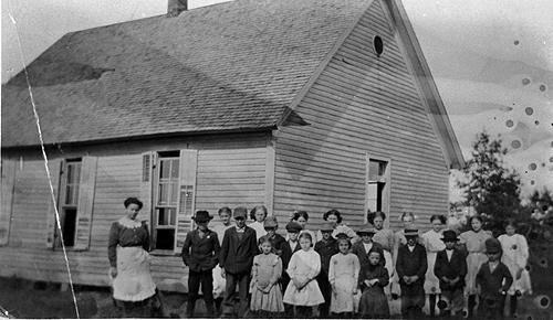 Mrs. Annie L. Richards taught an average of 25 students at the Walnut Hill School in 1919. (Courtesy of Library Special Collections, WKU)