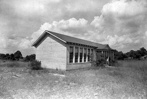 Electrically lit, the two-room school was built in 1934. Schoolteachers between 1909 and 1922 included: F.J. Buford (1909); Eva M. Kuykendall (1910-18); E. McClasky (1919-20); Lula B. Carpenter and C.S. Morton (1921); and, Rufine Eubank and L.W. Hughes (1922). (Courtesy of Library Special Collections, WKU)