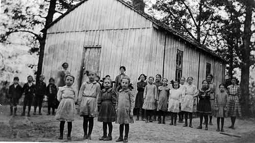 Schoolteachers between 1909 and 1915 included: Lucy Bush (1909); Dixie Taylor (1910); Annie Ellis (1911); Nannie Sherry, (1912); Mollie McCullock (1913-14); and, Vera Murry (1915). (Courtesy of Library Special Collections, WKU)