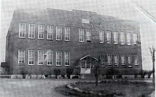 In 1926 the new Rich Pond school was built. By 1932-33 Rich Pond had become a four-year high school. The Board of Education constructed a gymnasium in 1927 and a lunch room in 1942. After the main building burned in 1942, the gymnasium was converted to classrooms for elementary students. (Courtesy of Library Special Collections, WKU)