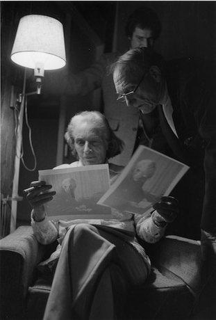 Robert Penn Warren reviewing portraits with his wife, Eleanor Clark Warren, in Fairfield, Connecticut. Photo by Bill Ferris of the Center for Southern Folklore.