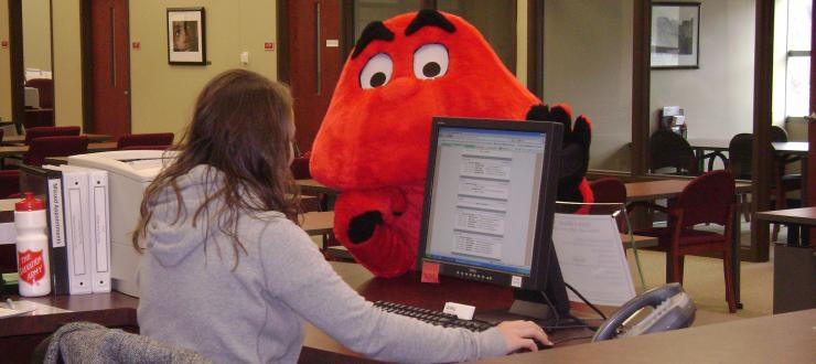 Big Red schedules a tutoring appointment at TLC.
